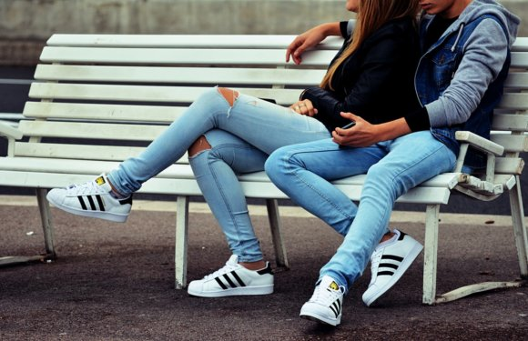 Sneakers Style to Make Your Outfit Extraordinary