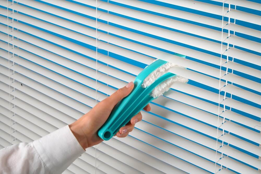 Blind Cleaning in Home
